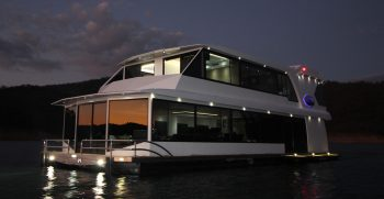 The Houseboat Factory 007 at Night (1)