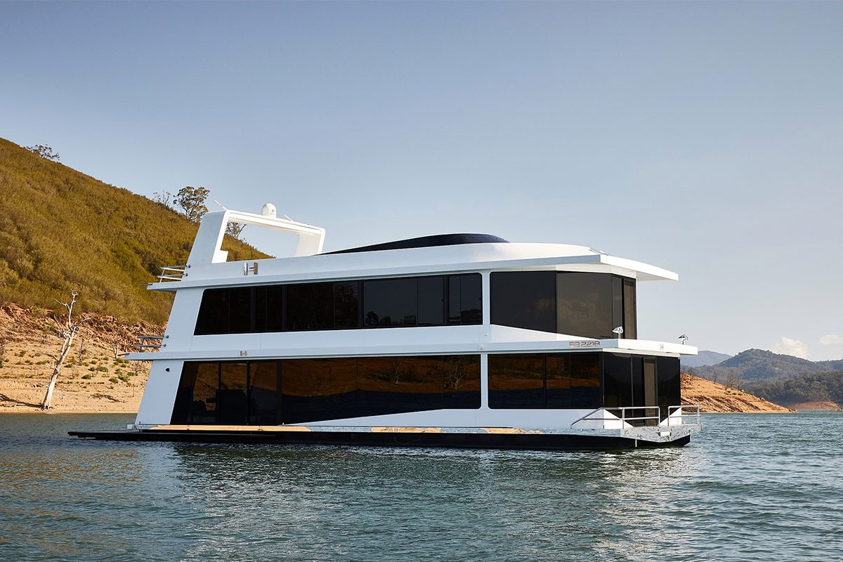 The Houseboat Factory Halcyon Exterior 1